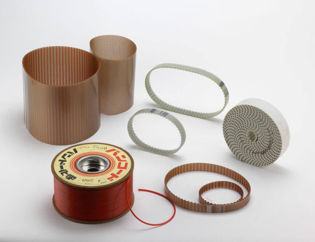 Double-cogged polyurethane belts